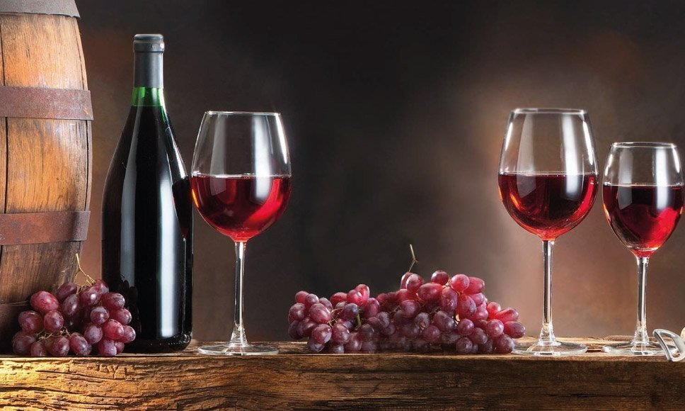 Wino czerwone we włoskiej wytwórni win
