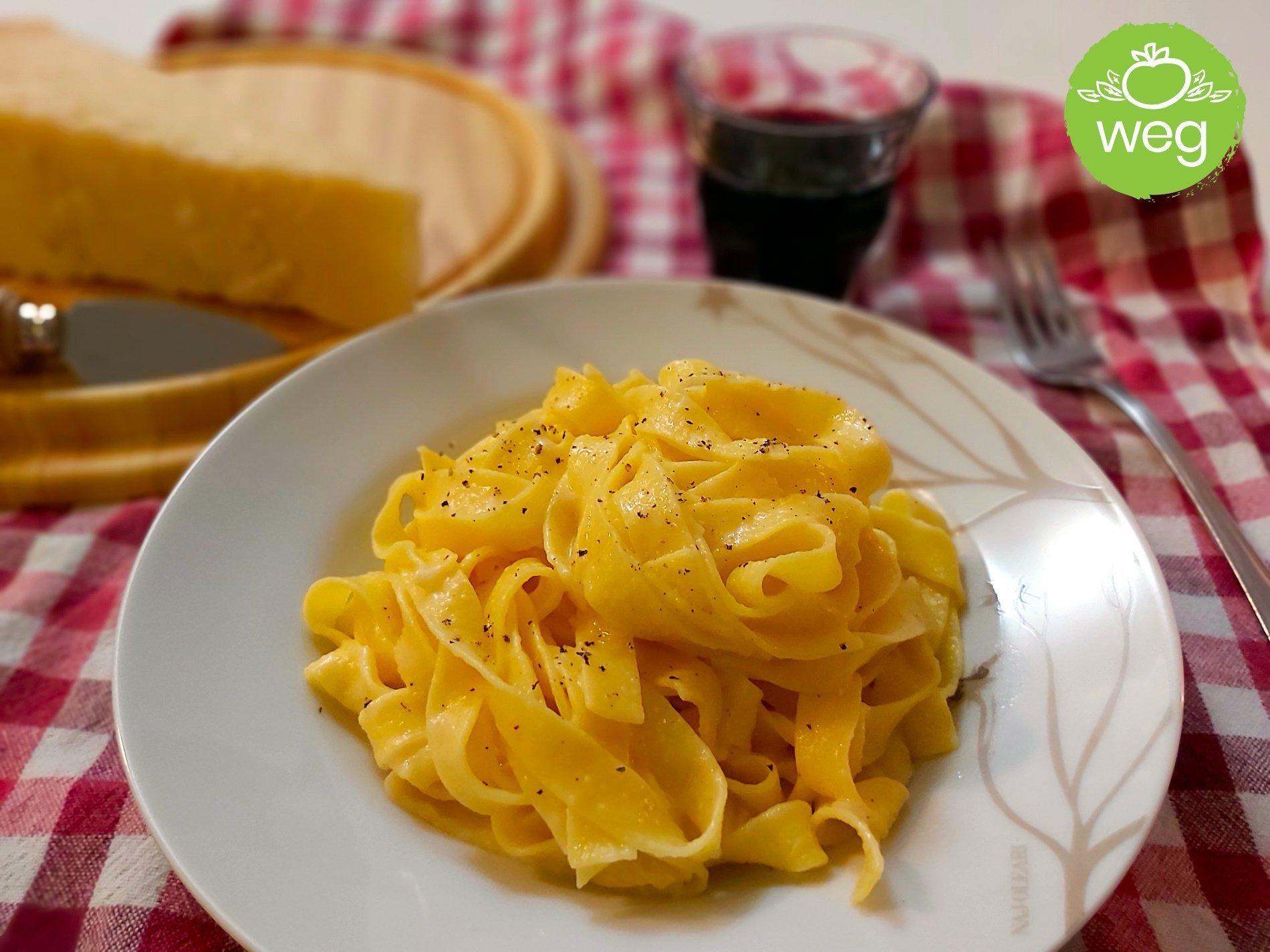 makaron z serem żółtym