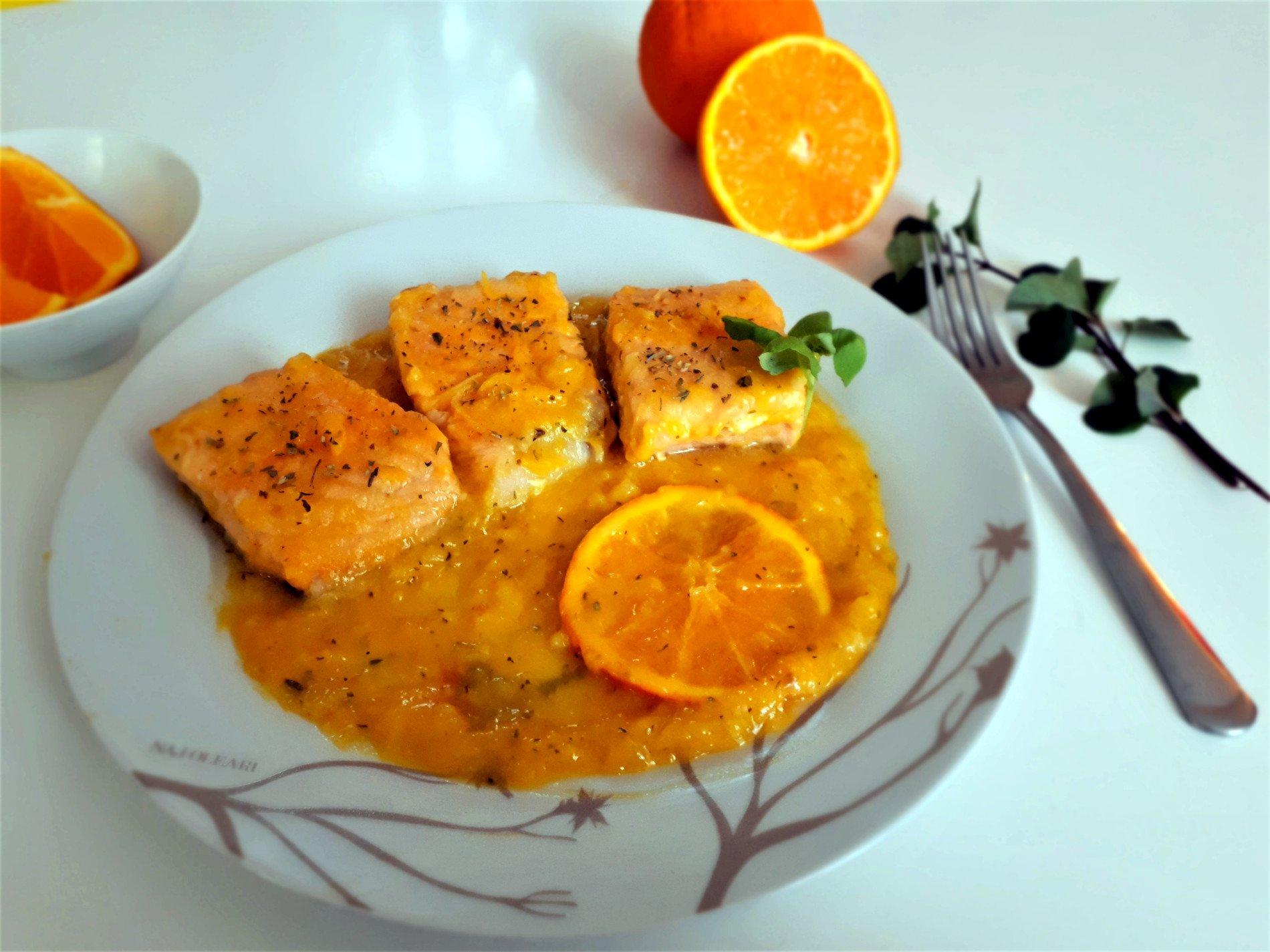 łosoś w pomarańczach