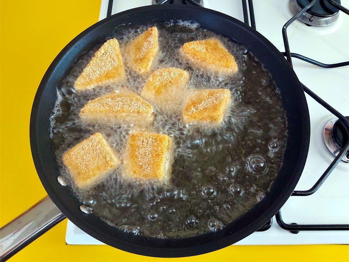 mozzarella in carrozza smażenie
