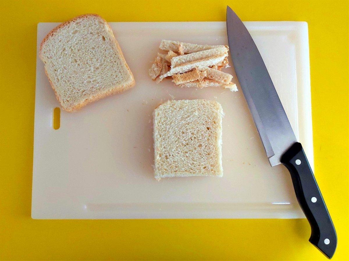 mozzarella in carrozza wycinanie skórki chleba