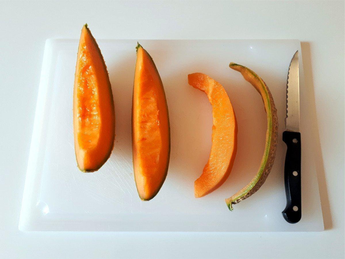 melon z szynką parmeńską obieranie ze skóry