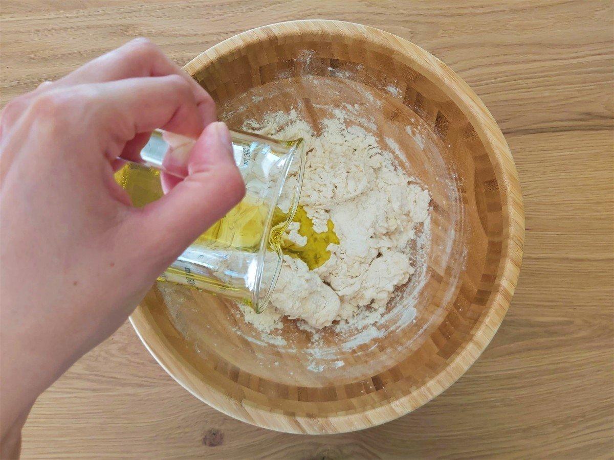 focaccia genovese dodawanie oliwy