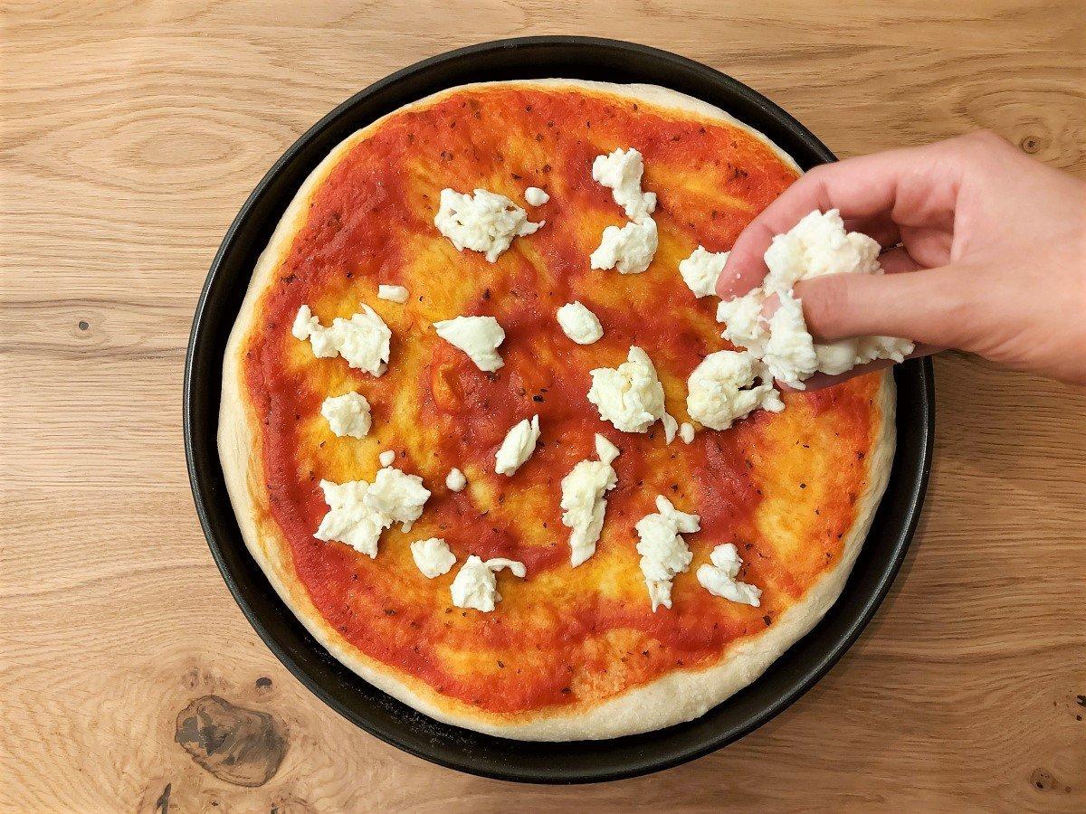 dodawanie mozzarelli