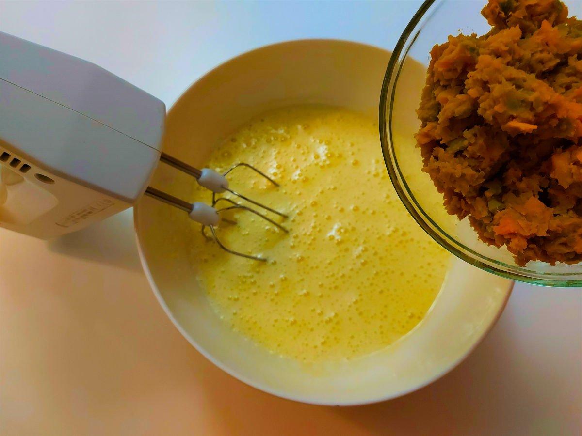 ciasto dyniowe dodawanie zmiksowanej dyni