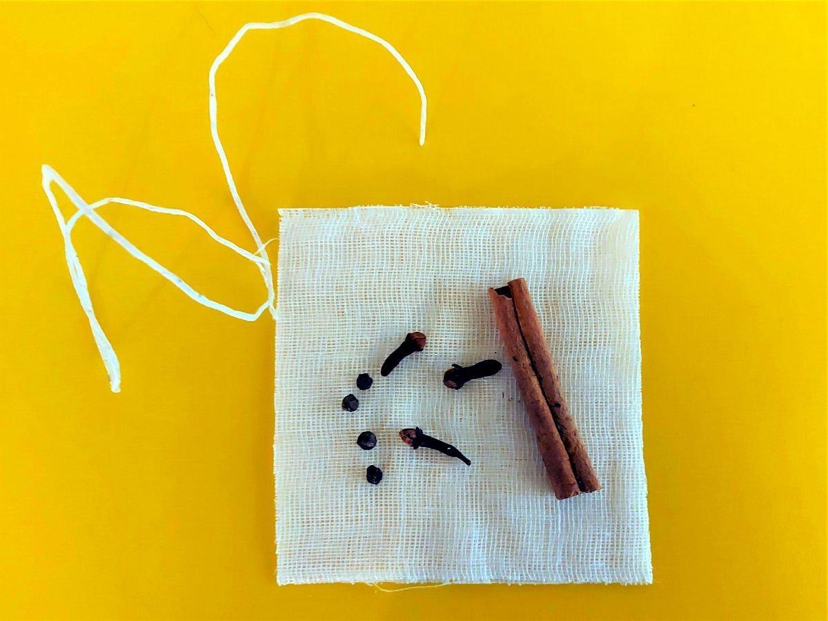 brasato al barolo przygotowanie woreczka z przyprawami