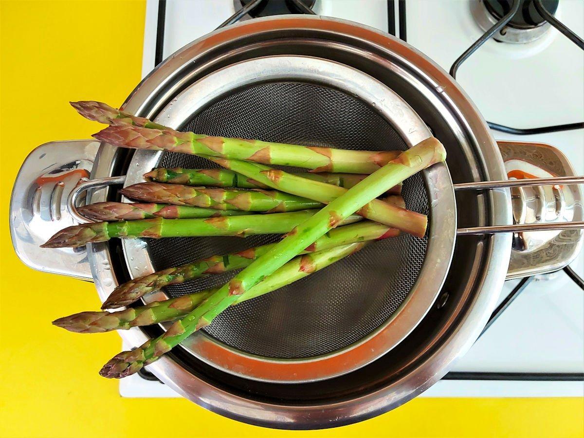 risotto ze szparagami gotowanie szparagów na parze