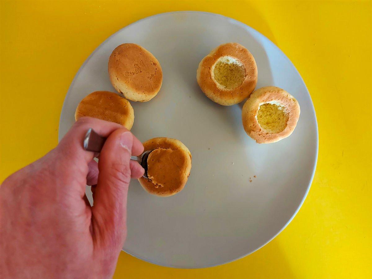 słodkie brzoskwinki z alchermes wydrążanie wgłębień w ciasteczkach